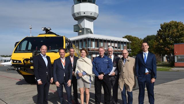 Minister Van Nieuwenhuizen op bezoek bij Groningen Airport Eelde