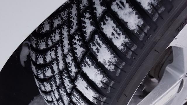 BOVAG telt nog te veel auto's op winterbanden in augustus