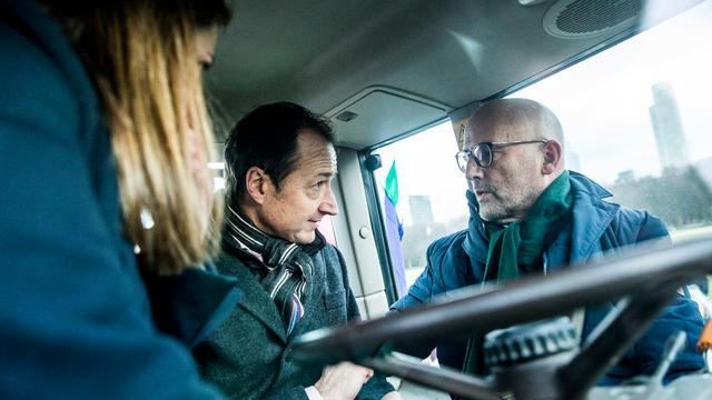 Minister spreekt met protesterende Groningse boeren over gaswinning