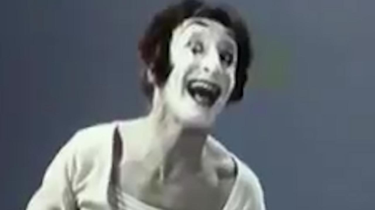 Bekijk hier een bekende act van mimespeler Marceau