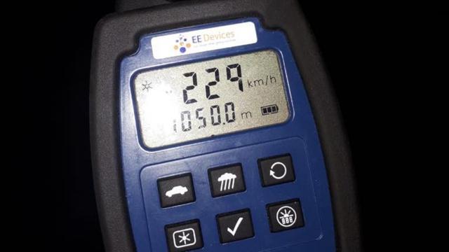 Automobilist op A2 rijdt met 229 kilometer per uur langs politiecontrole
