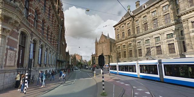 Vrachtwagen in brand gevlogen op de Nieuwezijds Voorburgwal
