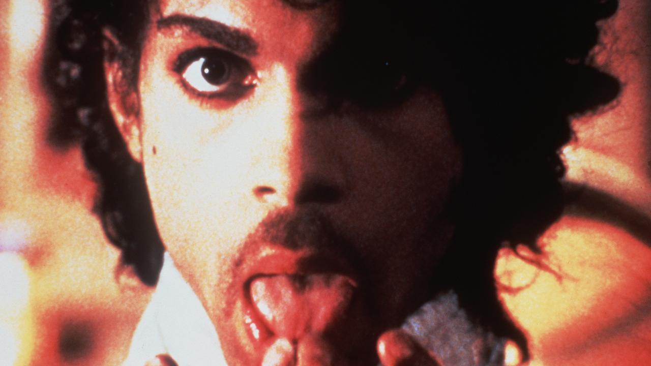 Prince: Een overzicht van zijn imposante podiumkunsten