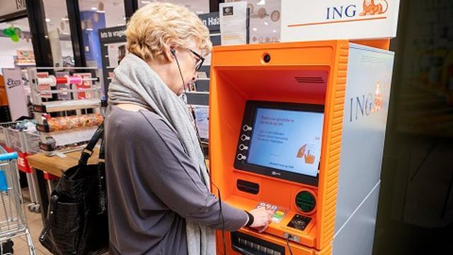 Blind of slechtziend? ING komt met een geldautomaat die tegen je praat