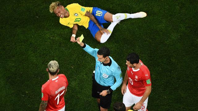 Neymar vindt dat arbiter hem niet genoeg beschermde tegen Zwitsers