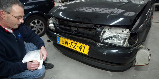 'Minder autoschades door coronacrisis, maar premies gaan niet omlaag'