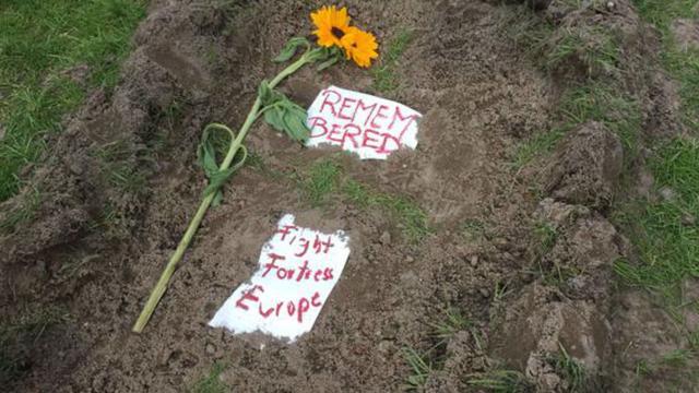 Dode vluchtelingen krijgen symbolisch graf in Berlijn