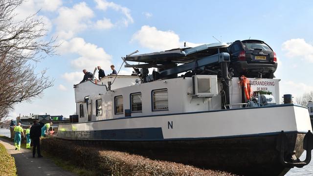 Vrachtschip beschadigd na aanvaring Maximabrug