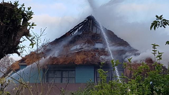 Woonboerderij Oudorp volledig verwoest door brand