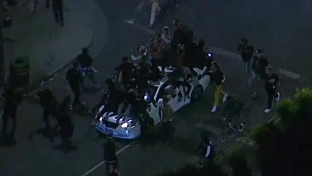 Herdenking vermoorde XXXTentacion loopt uit de hand in LA