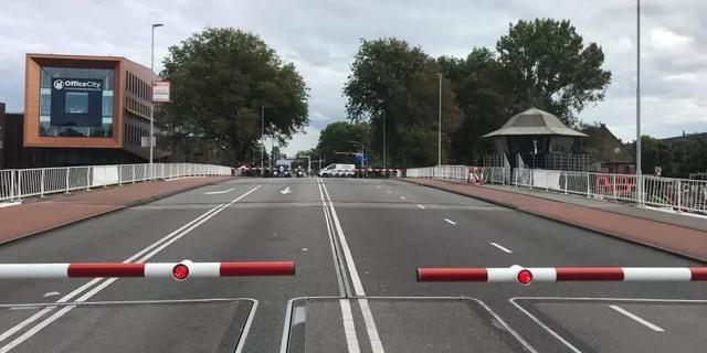 Gevaarlijke situaties op drie bruggen in Haarlem: 'Kind kan snel in water vallen'