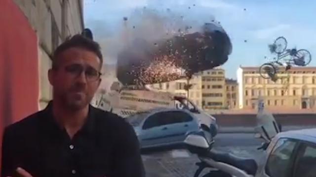 Ryan Reynolds geeft 'interview' tijdens opname crash voor '6 Underground'