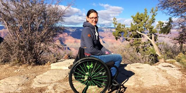 Interview rolstoelgebruiker: 'Als er iets misgaat, helpt niemand je'