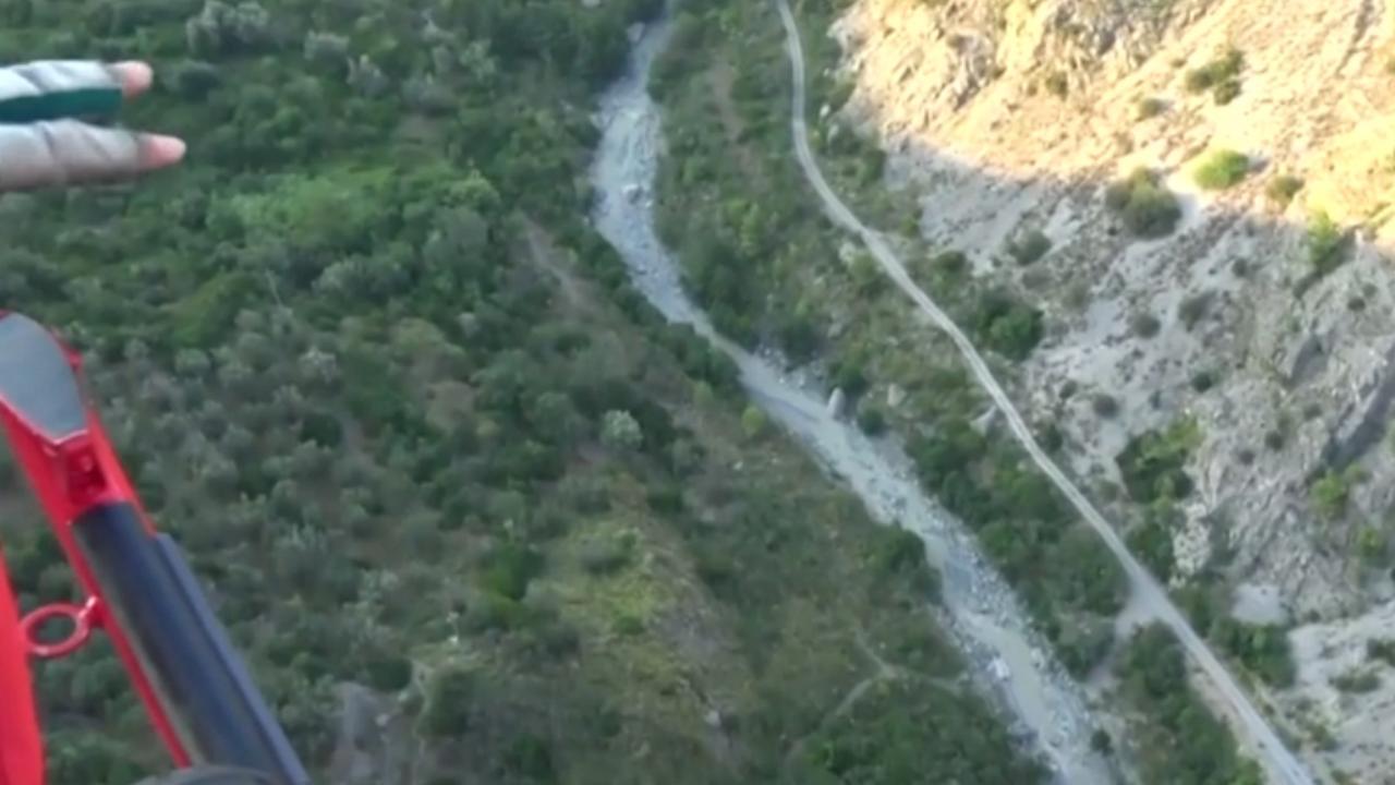 Helikopters zoeken vanuit lucht naar wandelaars in kloof Italië