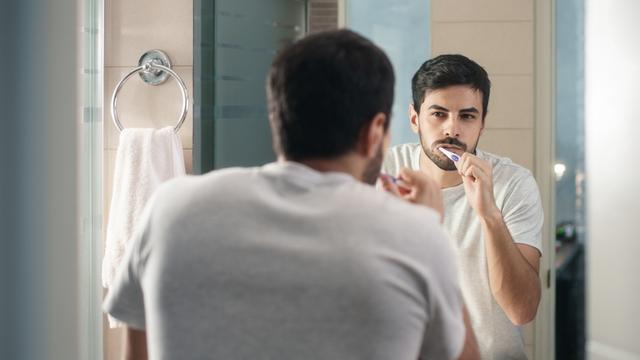 Hierom is het belangrijk om twee keer per dag je tanden te poetsen