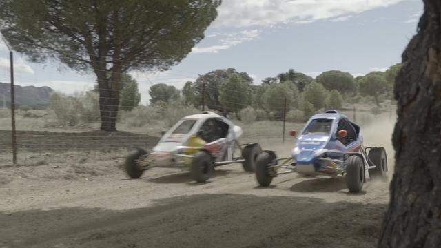 Rallywedstrijd tussen Formule 1-coureur Sainz en vader