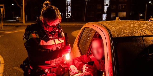 Politie deelde in week tijd ruim tienduizend boetes uit voor negeren avondklok