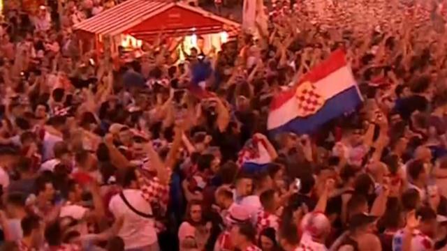 Fans vieren uitbundig feest in Zagreb na WK-winst voor Kroatië
