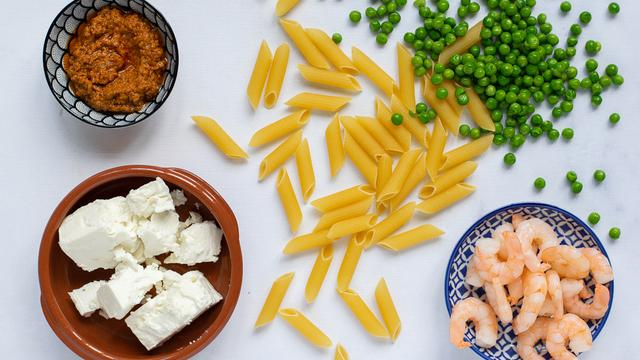 Pasta met rode pesto: Zo maak je het met maar vijf ingrediënten