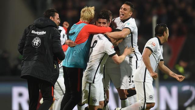 Castaignos blijft met Eintracht Frankfurt in Bundesliga
