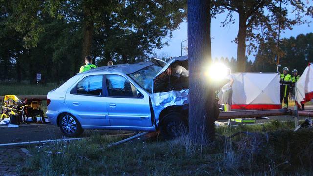 Twee doden door botsing tussen scooter en auto in Sint-Oedenrode