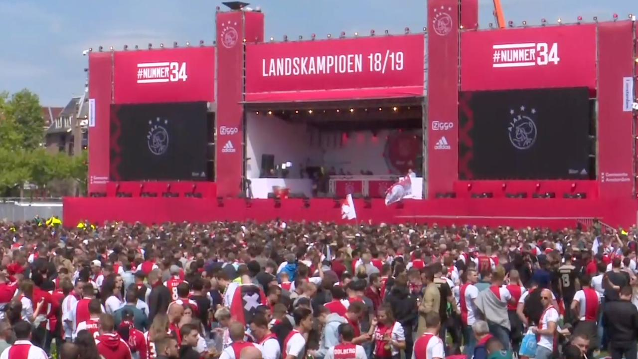 Honderdduizend fans op Museumplein voor huldiging Ajax