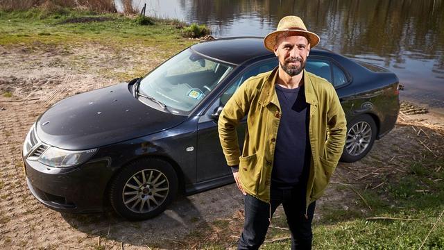 Schrijver Abdelkader Benali laat zijn autokennis testen
