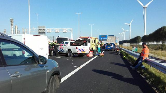Chauffeur langer vast na ongeluk motoragent op A15