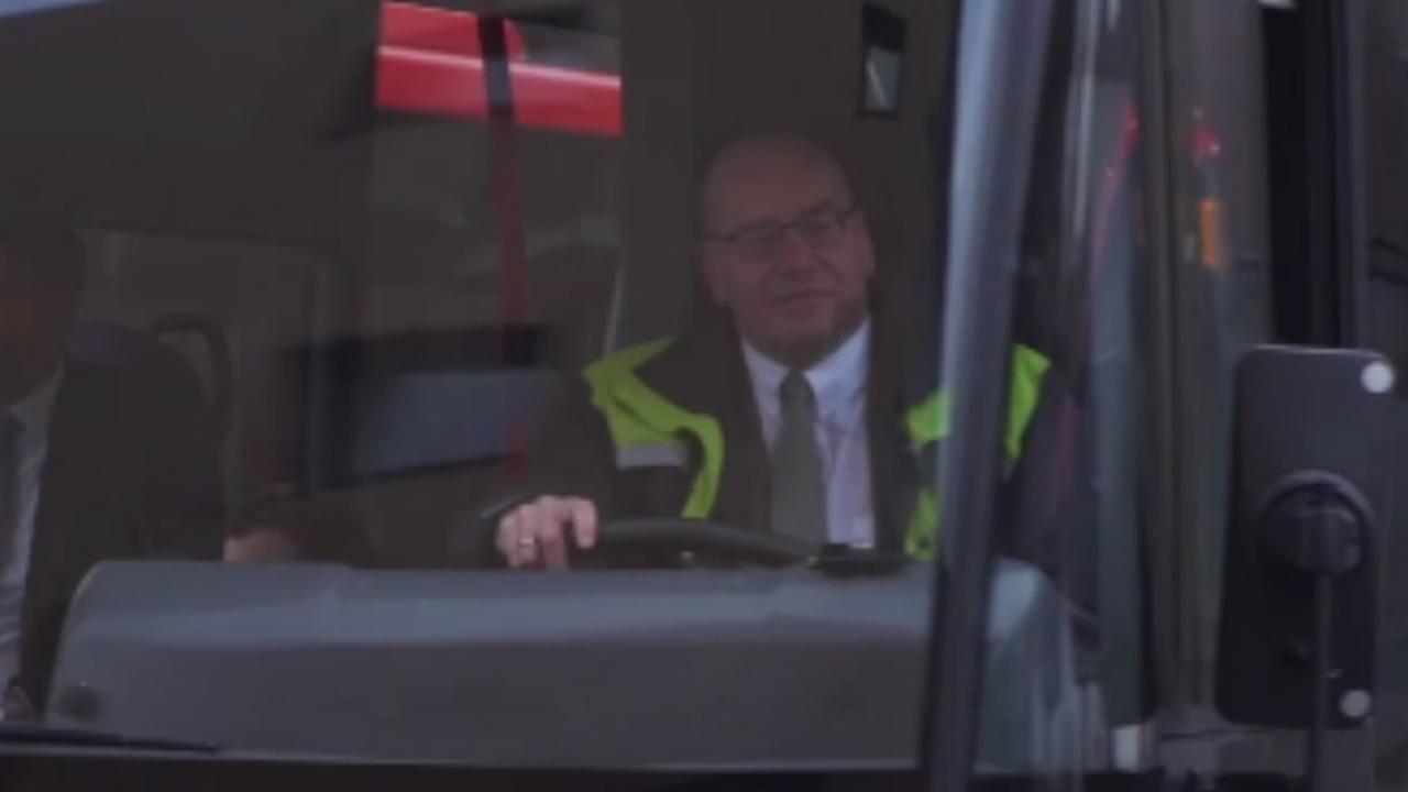 Teeven vindt nieuwe baan als buschauffeur 'hartstikke leuk'