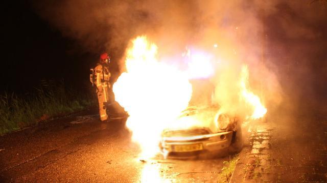 Auto's in West en Noord verloren na zoveelste autobranden