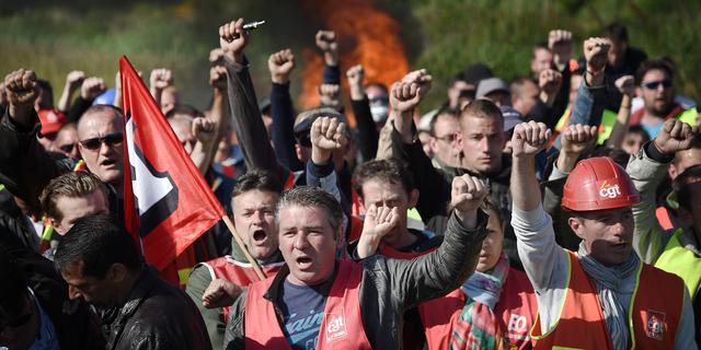 Franse regering omzeilt stemming over arbeidswet