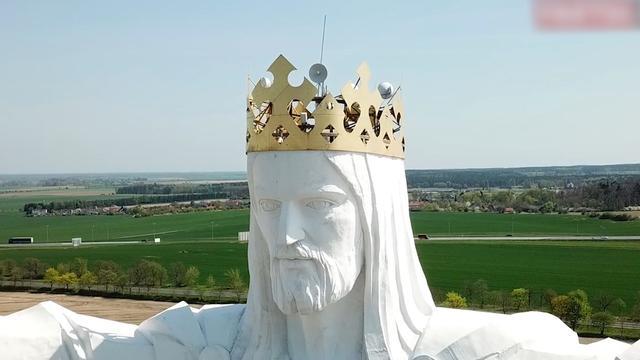 Groot Jezusbeeld Polen blijkt vol internet-antennes te zitten