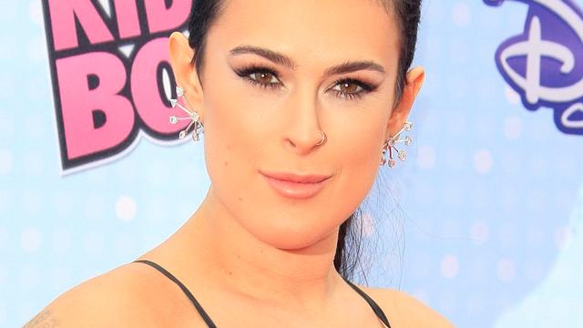 Rumer Willis is lovend over zusjes