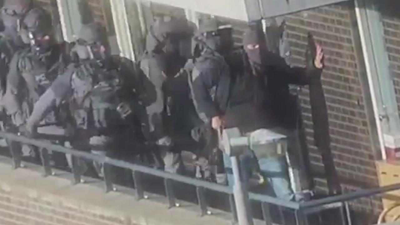 Politie arresteert verdachten van beramen aanslag in Nederland
