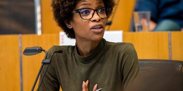 Sylvana Simons wil Tweede Kamer in en geeft zetel in gemeenteraad op