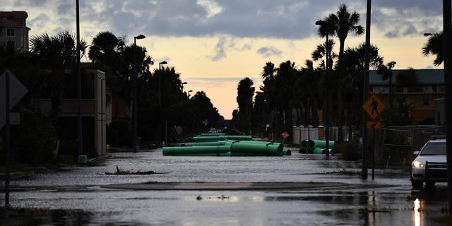 Matthew zwakt af naar orkaan van eerste categorie