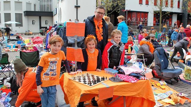 Gemoedelijke sfeer op Koningsdag Roosendaal