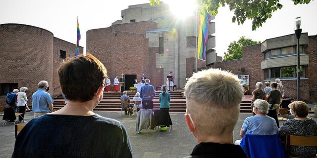 Duitse priesters negeren Vaticaan en zegenen relaties van homostellen
