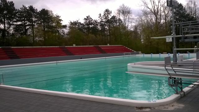 Miljoenen liters water in openluchtbad Papiermolen