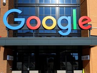 Google beschuldigd van dwarsbomen concurrentie door deal met Facebook