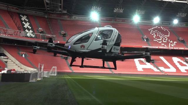 Drone-taxi maakt eerste Europese testvlucht in Johan Cruijff Arena