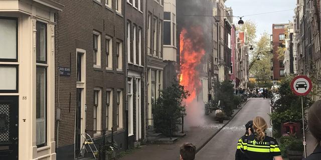 Brand in zijstraat Haarlemmerstraat onder controle