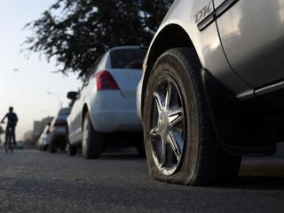 Auto's op Niewendammerdijk getroffen