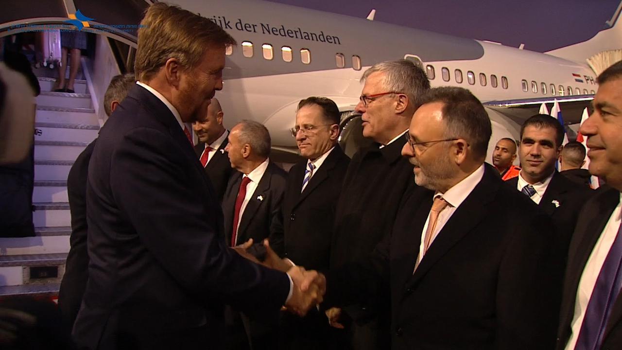 Israël verwelkomt vliegtuig geland door Willem-Alexander