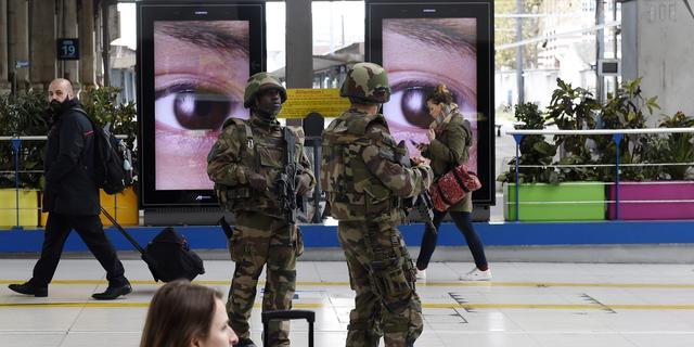 'Aanslagen Parijs schaden economisch vertrouwen'