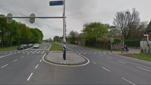 Bestelbus op zijn kant bij ongeval in Bergen op Zoom