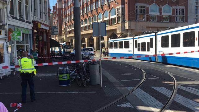 Trams Muntplein tijdelijk omgeleid door kapotte gevel en bovenleiding