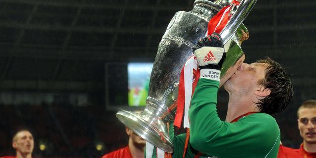 Van der Sar, Suurbier, Koeman en Krol genomineerd voor beste elftal ooit