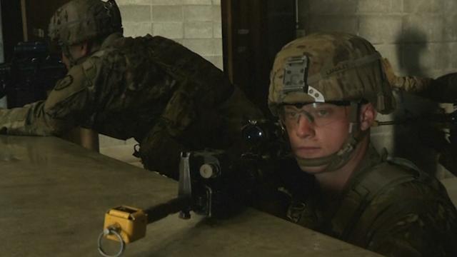 Amerikaanse en Japanse soldaten trainen samen bij berg Fuji