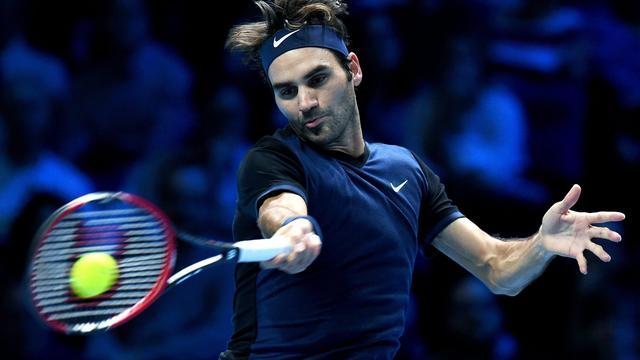Federer verslaat Djokovic en bereikt halve finales ATP World Tour Finals